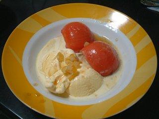 トマトとアイスクリームのカラメルソースがけ